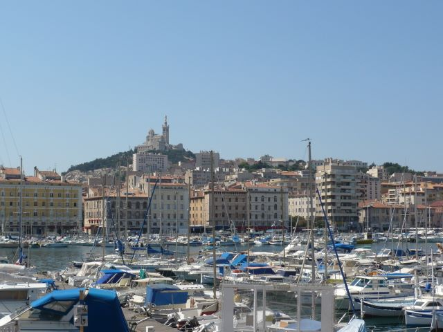 Le Vieux-Port, protégé par Notre Dame de la Garde